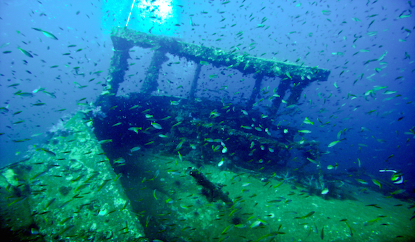 Stern_of_king_cruiser_wreck
