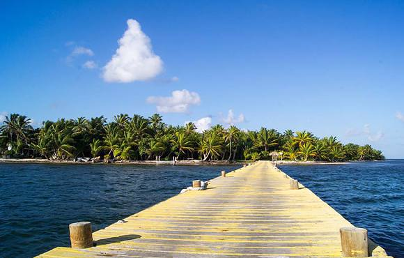 huracan dive resort belize jetty