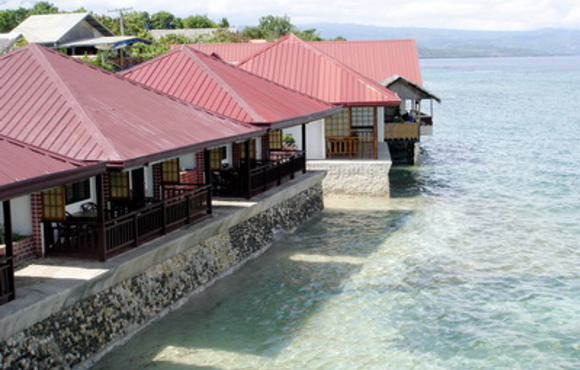 beach bungalow moalboal