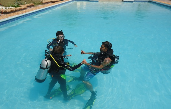 Dive_training_malapascua_island