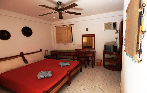 Alona_Vida_Beach_Resort_deluxe_bedroom