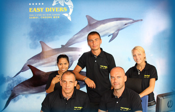 Staff easy divers