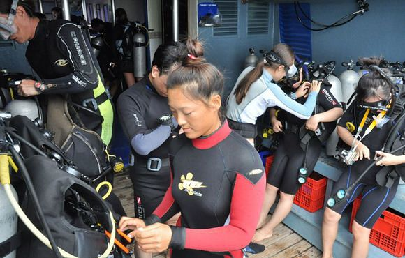 Set up gear on boat in Koh Tao