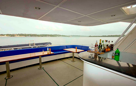 sundeck and relax area infiniti live aboard