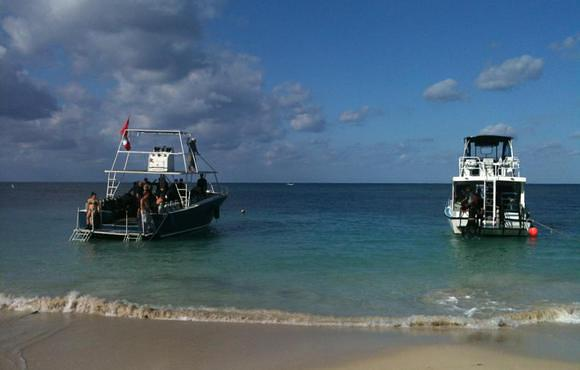 dive boats roatan