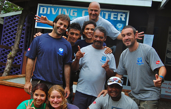 Scuba dive team TGI diving honduras