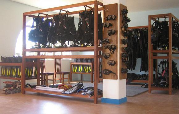 storage scuba equipment