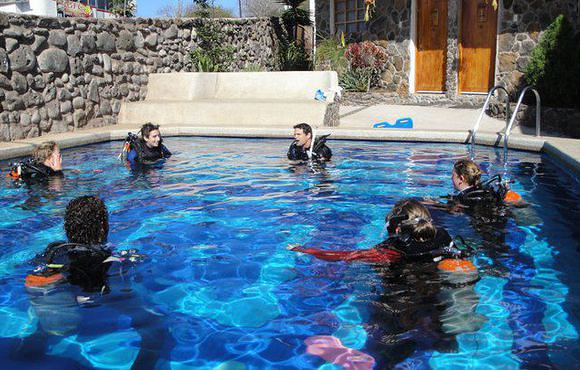 scuba lessons galapagos
