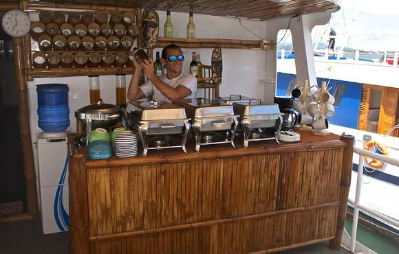 bar on seadoors liveaboard