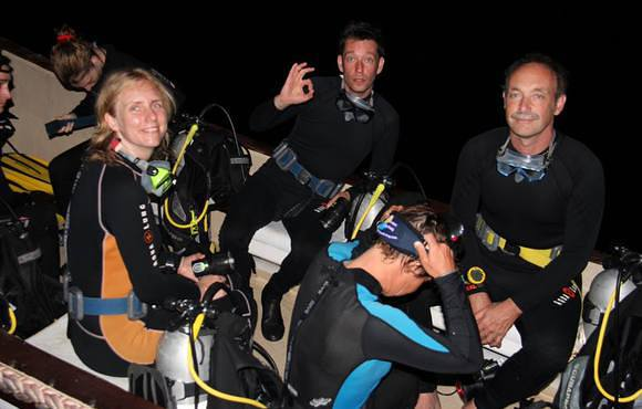 night dive komodo