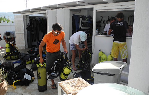 scuba equipment paros
