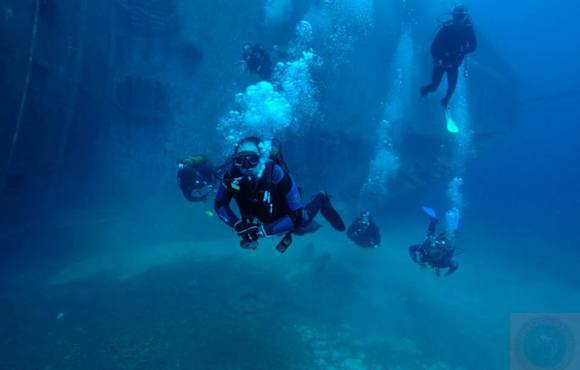 scuba divers paros greece