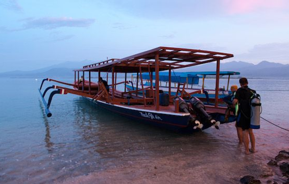 boat dive gili air