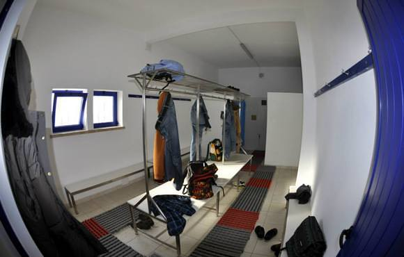 scuba dive center changing room peniche portugal