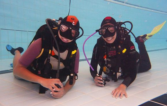 scuba divers in pool