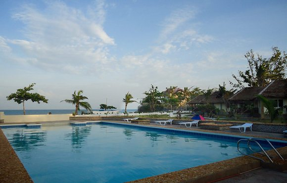 pool_at_malapascua_thresher_cove_resort