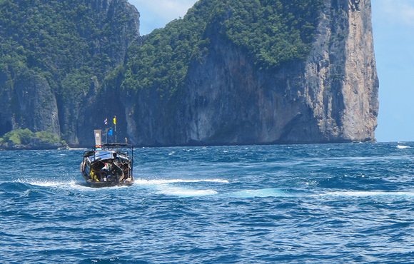 Phi_Phi_Islands_scuba_dive_boat