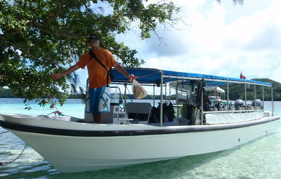 palau_dive_adventures_boat