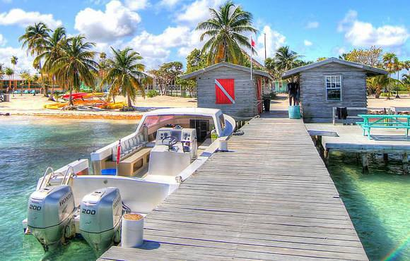 scuba_dive_dock_black_bird_caye_resort_belize