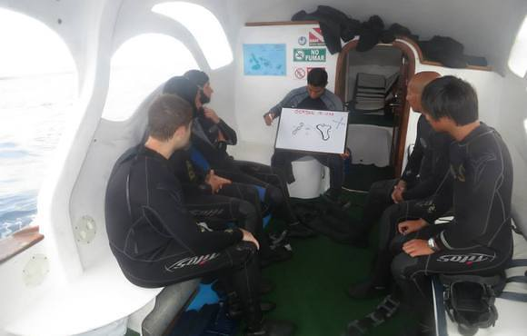 scuba_dive_briefing_galapgos