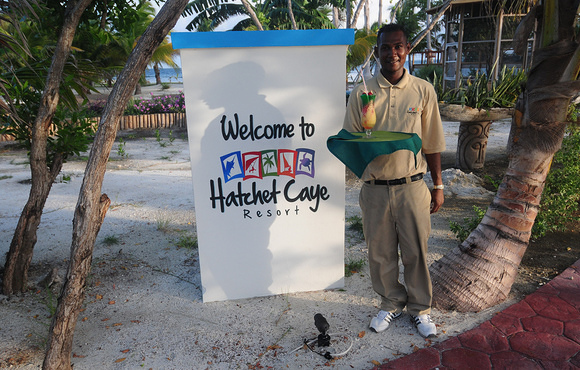 hatchet_caye_resort