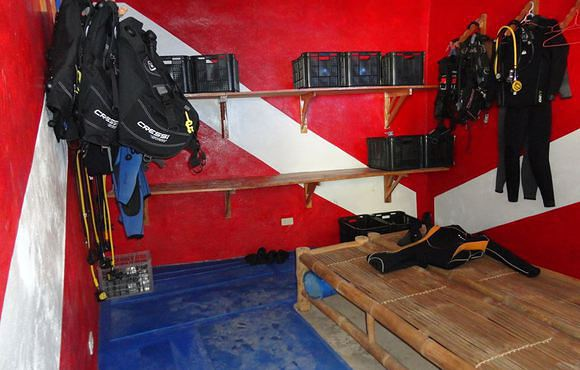 storage_scuba_gear_room
