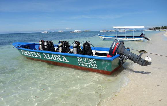 Piratas_Alona_Dive_Center_dive_boat
