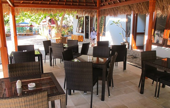 Manta-breakfast-area-gili-trawangan