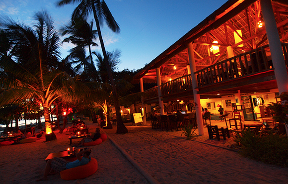 night_at_ocean_vida_beach_resort_malapascua