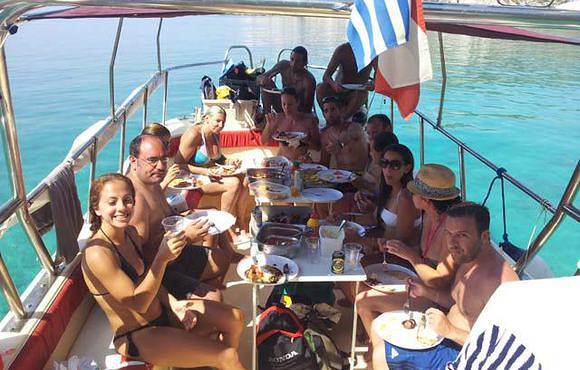 lunch_on_boat_greece