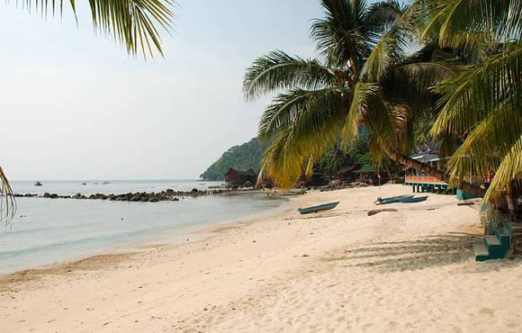 beach_at_tioman_dive_resort