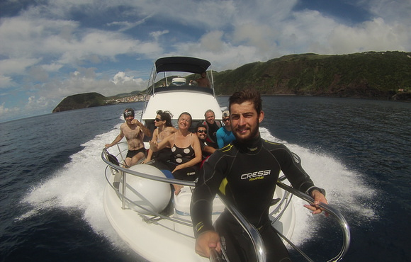 scuba_divers_on_boat_azores