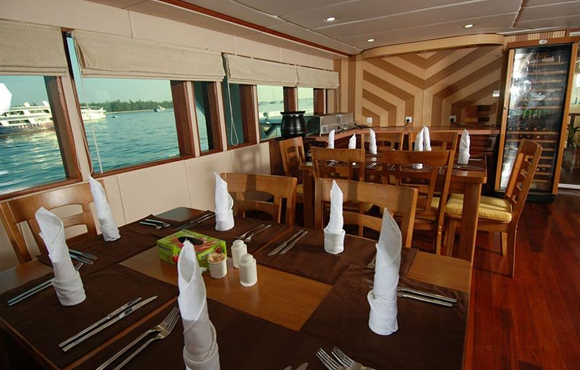 dining_tables_mv_leo_maldives