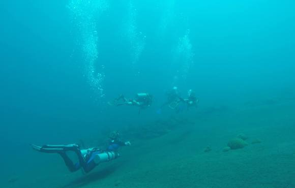 side_mount_scuba_divers_bali