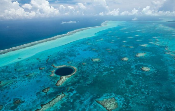 Blue_hole_belize
