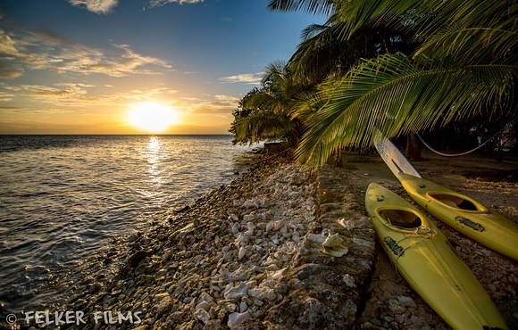 Island_Sunset_with_Kayaks